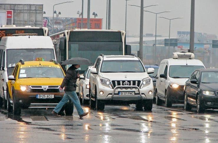 Efectele coronavirus în Capitală și în țară. Cum se circulă cu mașina și cu transportul în comun