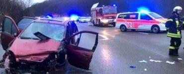 O româncă a murit într-un accident în Germania. Fetița ei a fost proiectată în afara mașinii