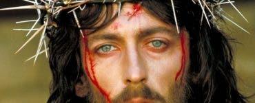 Cum arată azi actorul din Iisus din Nazaret. S-a spus că a fost blestemat după ce a jucat în filmul lui Franco Zeffirelli