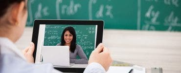 Cum se fac, de fapt, cursurile online. Așa se va desfășura școala pentru elevi, în perioada următoare