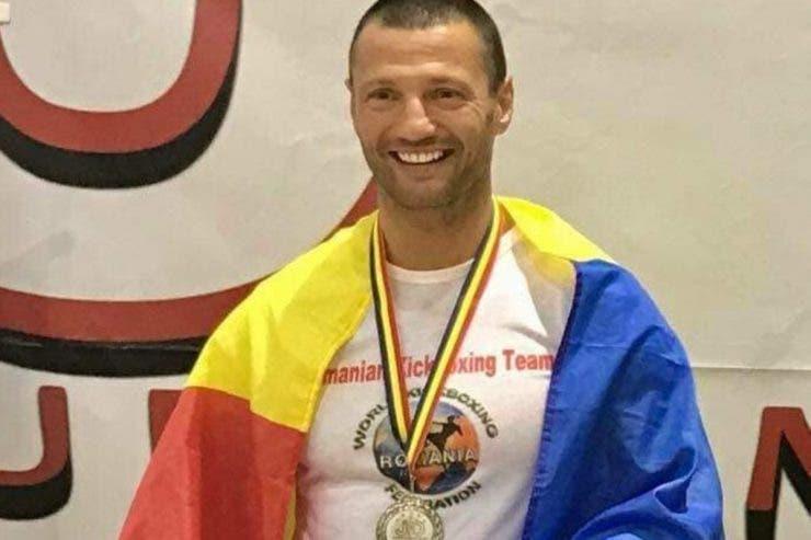 Un luptător îi ajută pe medicii din Suceava