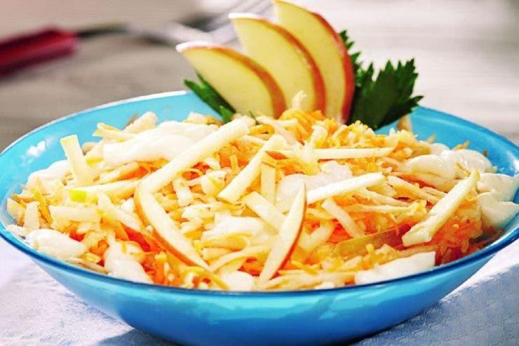 3 rețete de salate cu maioneză. Cum prepari o maioneză ușoară și gustoasă