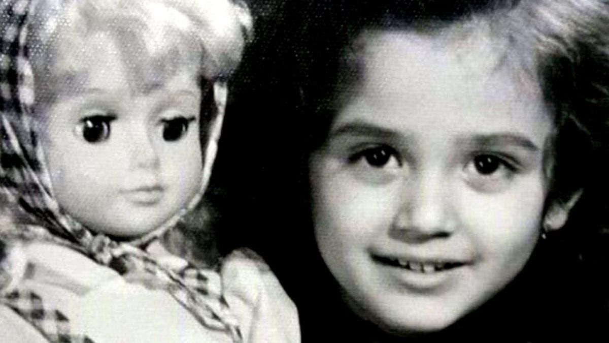 """O recunoști? Vedeta cu chip de păpușă a ajuns una dintre cele mai de succes artiste din România. A fost """"Miss Litoral"""" timp de 30 de ani"""