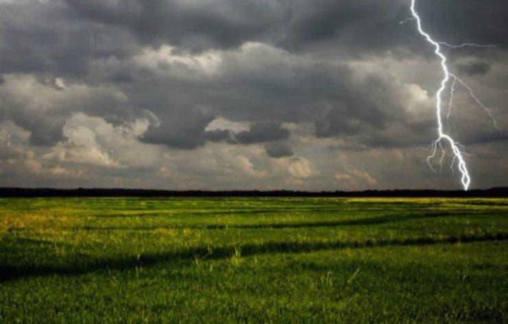 Vremea instabilă weekend-ul 29-31 mai. Se așteaptă ploi torențiale cu vijelii și descărcări electrice