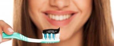 Pasta de dinți pe bază de cărbune