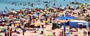 Pe litoral românii au uitat de distanțarea socială. Autoritățile îi responsabilizează prin amenzi usturătoare.