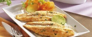 Pește la cuptor. Ce ingredient special nu trebuie sa lipsească
