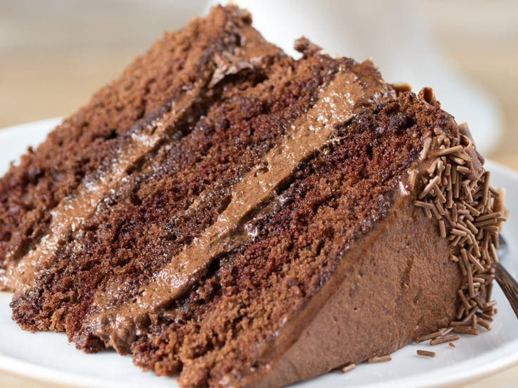 Rețetă de tort cu mousse de ciocolată și pandișpan pufos