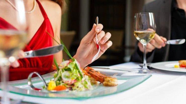Cele mai importante reguli de bune maniere la masa pe care ar trebui să le știm cu toții. Ce făceam greșit până acum