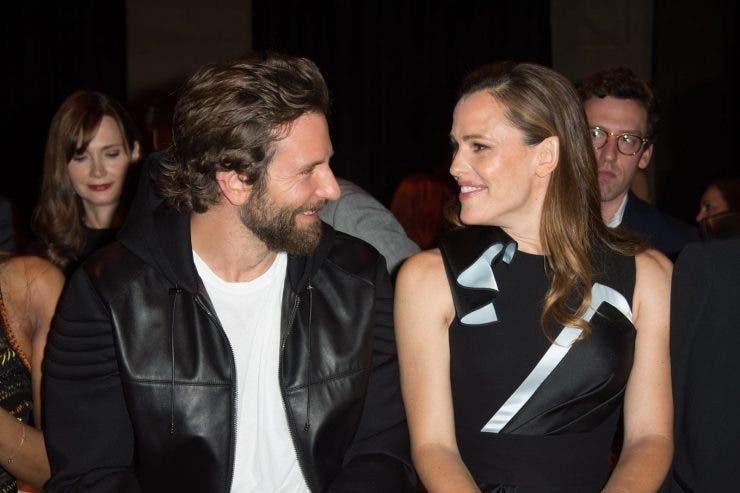 Jennifer Garner și burlacul Bradley Cooper au fost împreună la plajă în Malibu. Femeia abia și-a încheiat relația cu John Miller