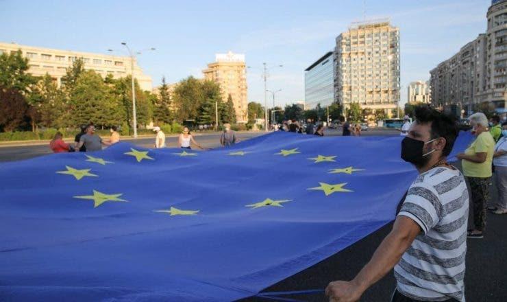 Oamenii au comemorat violențele produse la 10 august 2018. Protestatarii cer pedepsirea șefilor Jandarmeriei Române de atunci