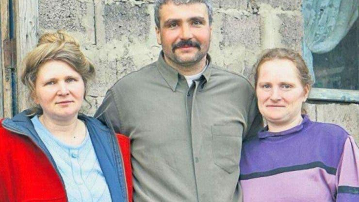 Povestea de iubire dintre românul care trăiește cu două surori