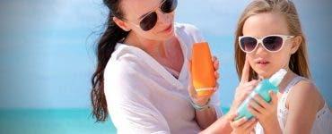 Top cinci cele mai bune loțiuni și creme de soare pentru pielea sensibilă