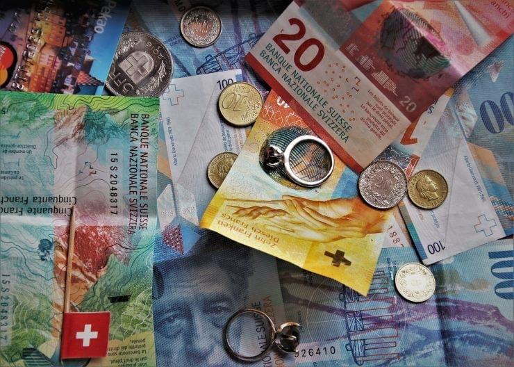 Pot sa schimb monede de 1 si 2 euro in lei? | Sfaturi financiare