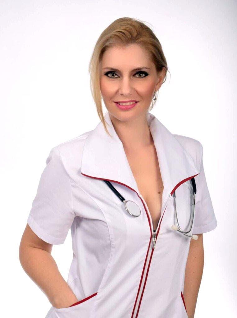 Asistenta medicală din Argeș care îndeplinește fanteziile bărbaților. Ce meserie a avut înainte de a practica medicina