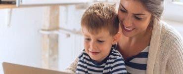 Părinții pot primi zile libere plătite pentru a sta acasă cu copilul