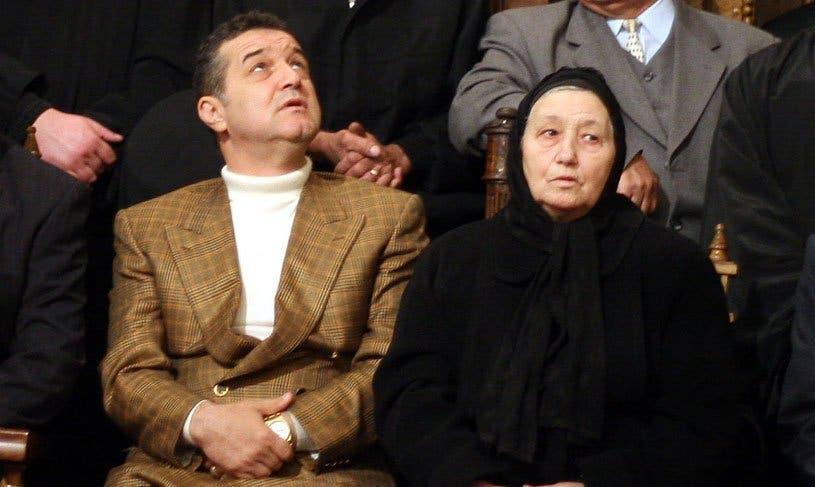 Mama lui Gigi Becali are covid. Latifundiarul spunea că religia îl protejează de boală