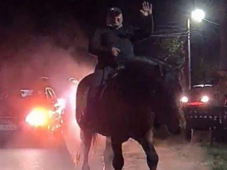 primar calare pe cal