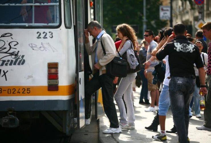 femeie tramvai