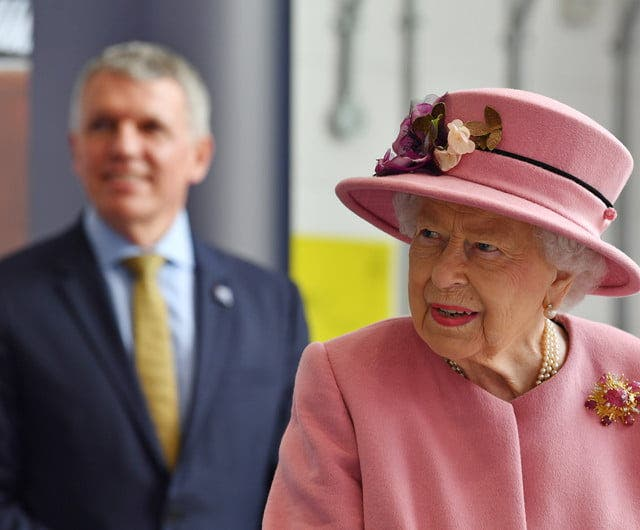 Regina Elisabeta fara masca
