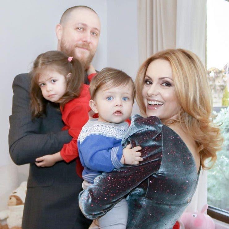 Simona Gherghe si familia sa