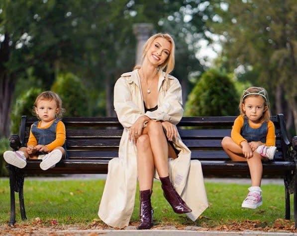 Andreea Balan, Ella si Clara