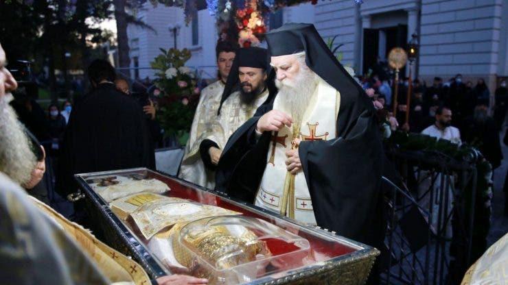 imagini live de la slujba Sfintei Parascheva.