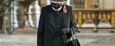 Regina Elisabeta a apărut pentru prima dată cu mască în public