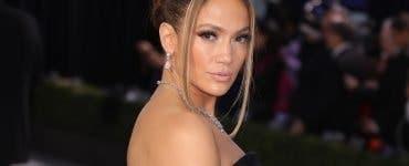 Jennifer Lopez arată fabulos la 51 de ani