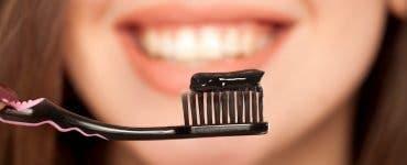 Pasta de dinți cu cărbune