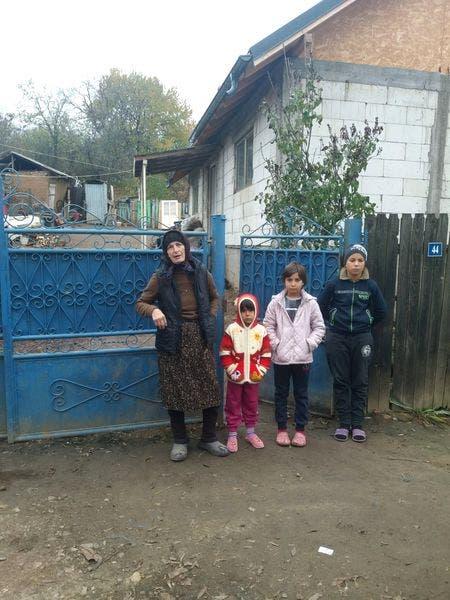 Strabunica Eugenia cu cei trei stranepoti