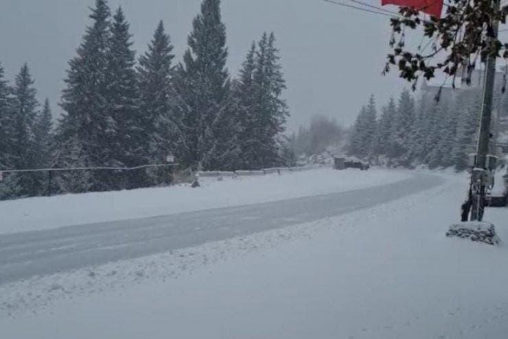 Zăpadă de 8 cm în România