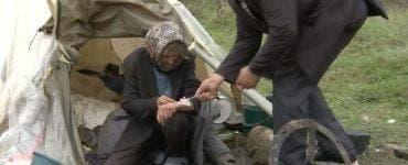 O bătrână a fost abandonată într-un cort