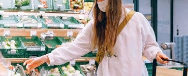 Purtarea măştii de protecţie nu reduce nivelurile de oxigen