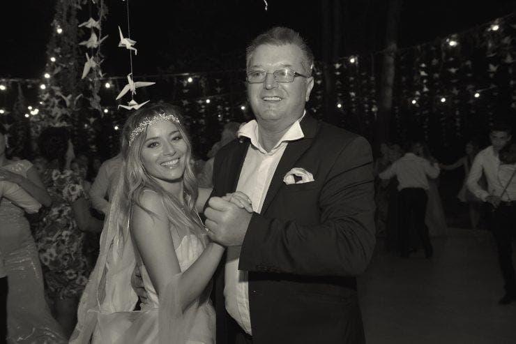 Laura Cosoi nu poate trece peste moarte tatălui său