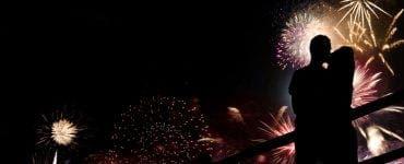 Decizie dură luată de englezi! Marea Britanie interzice sărutul în noaptea de Revelion