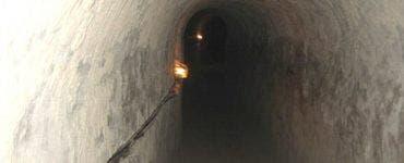 A săpat un tunel în casă pentru a-și vizita amanta