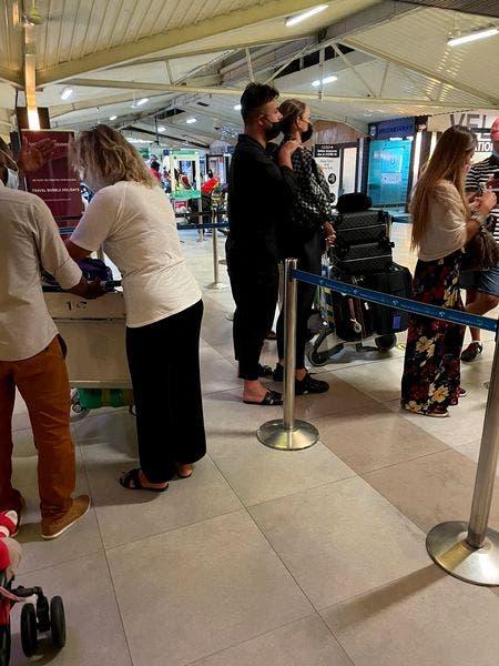 Vacanța Biancăi Drăgușanu a luat sfârșit! Blondina a fot surprinsă în brațele lui Gabi Bădălau pe aeroport