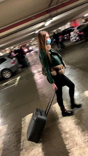 Daria Radionova testată anti-covid pe aeroportul Otopeni! Iubita lui Alex Bodi tocmai aterizase de la Londra
