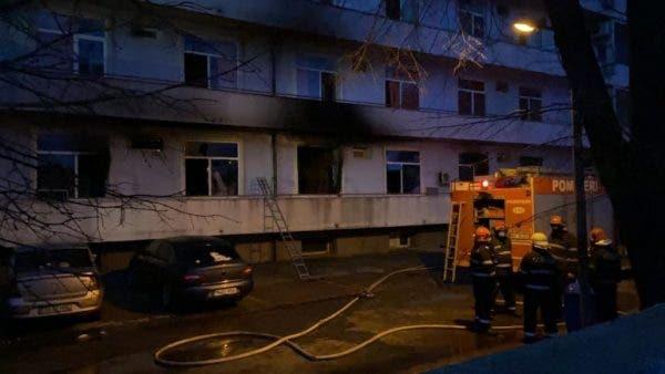"""Un incendiu de proporții a izbucnit în această dimineață la Institutul """"Matei Balș"""" din Capitală! Zeci de pacienți cu Covid-19 au fost evacuați, iar la fața locului au intervenit de urgență echipajele de pompieri."""