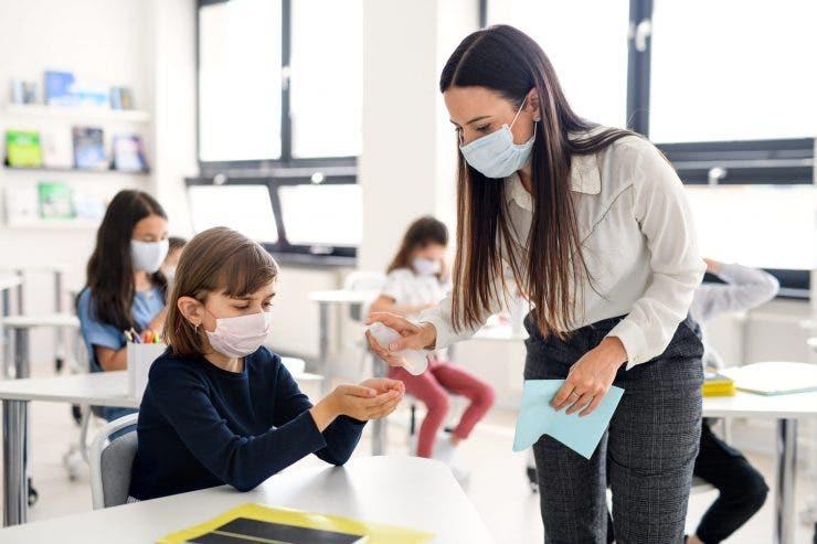 Cand se va incepe vaccinarea profesorilor
