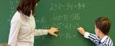 Cât câştigă un angajat din învăţământ? Salariile s-au tripat față de acum 10 ani