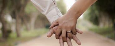 A fost batjocorit pentru că i-a cumpărat iubitei sale cel mai ieftin inel de logodnă. Răspunsul fetei a devenit viral în întreaga lume