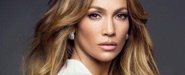 Jennifer Lopez in rochie de mireasa?