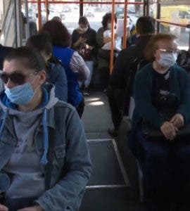 Femeie agresiva in autobuz