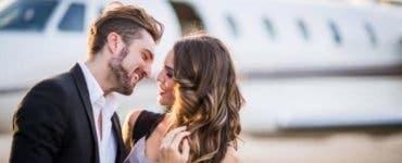 Povestea de dragoste între doi tineri care s-au cunoscut în avion a devenit virală în întreaga lume