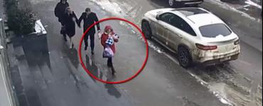 Femeia care și-a abandonat copilul într-o scară de bloc a fost identificată şi reţinută