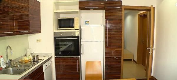 Cum arată apartamentul în care locuiește Irinel Columbeanu! Au apărut primele imagini cu locul în care acesta sta cu chirie