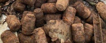 Zeci de grenade au fost descoperite pe malul unui râu! Erau intacte și prezentau un real pericol