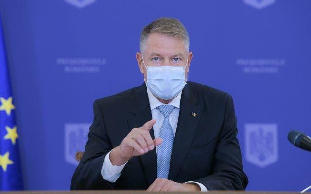 Veste șoc pentru parlamentari! Klaus Iohannis a promulgat legea care elimină pensiile speciale